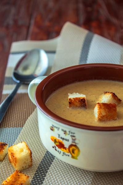 Грибной крем-суп с чесночными сухариками. Подруги будут просить этот рецепт!