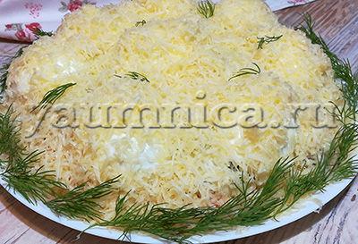 Оригинальный и очень вкусный салат с курицей, грибами и сыром