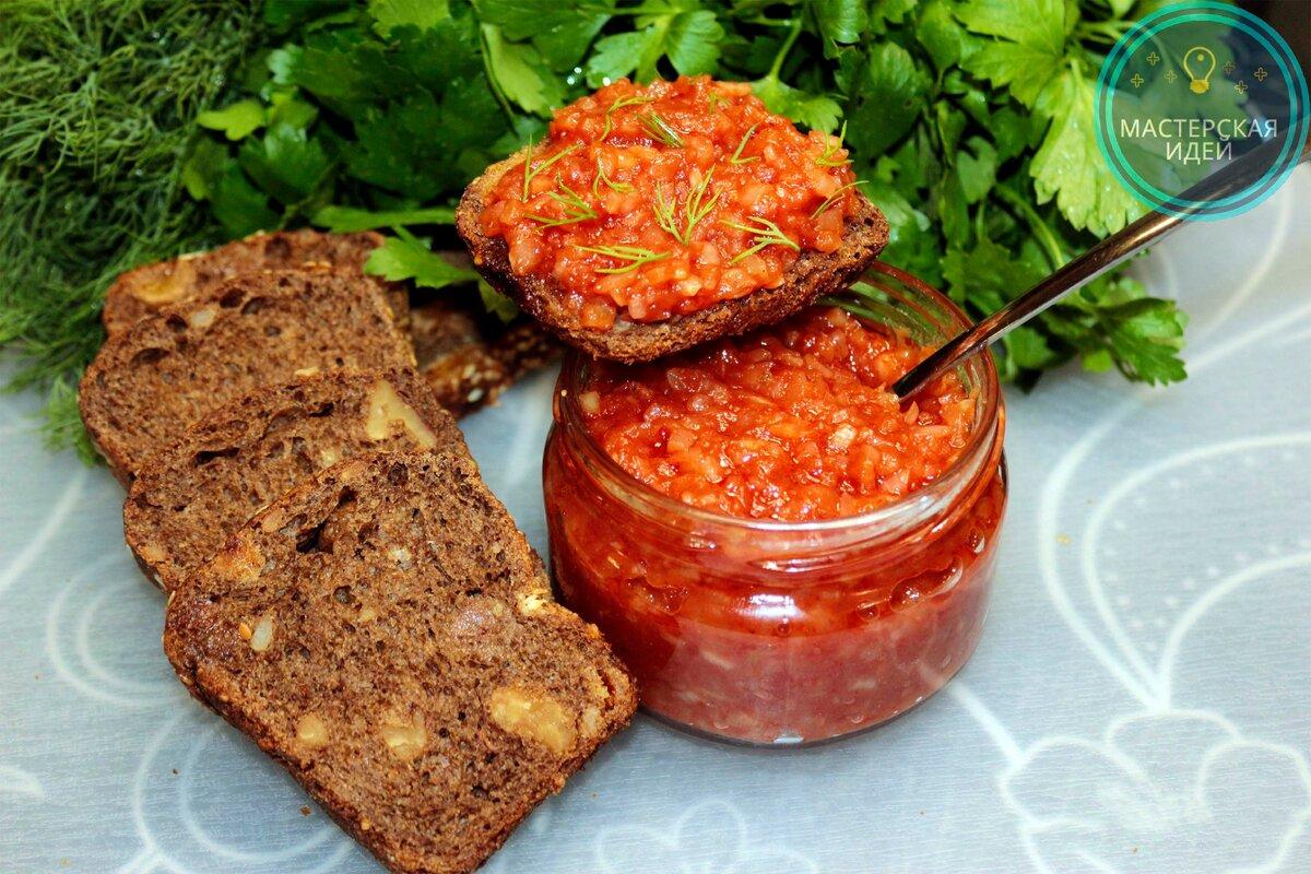 Такую очень простую, забытую советскую закуску из лука готовят мои родители: вкусно, сытно, дёшево и витаминно.