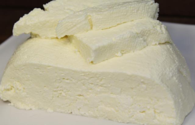Я просто взяла молоко и сметану и у меня получился сыр, который продают за сумасшедшие деньги!